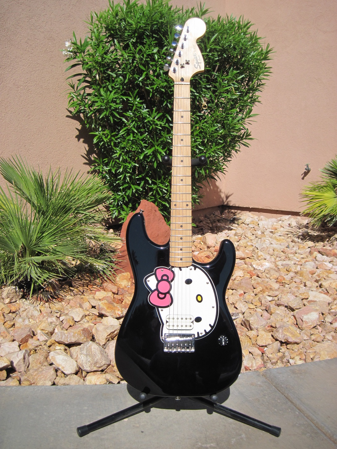 2005 Fender Squier Affinity Hello Kitty Strat Black.